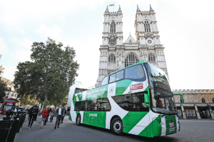 """The Original Tour"" hat in London in Westminster den ersten voll- elektrischen Cabrio-Sightseeingbus in Betrieb genommen. Bild: Press Association/Matt Alexander, PA Wire"