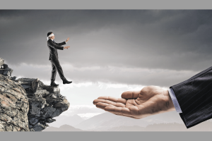Blindfolded businessman standing on edge and making step to gap. Mixed media Bild: AdobeStock/Sergey Nivens