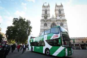"""The Original Tour"" hat in London in Westminster den ersten vollelektrischen Hop-on/Hop-off Cabrio-Sightseeingbus in Betrieb genommen. (Foto: PRESS ASSOCIATION/Matt Alexander/PA Wire)"