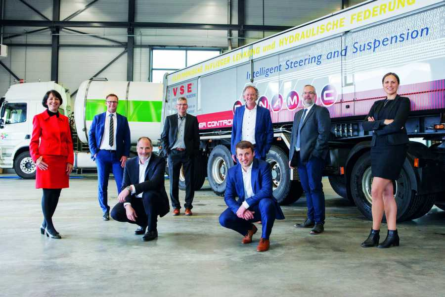 Neues Team: Hübner und die V.S.E. Vehicle Systems Engineering B.V. (Foto: Hübner)