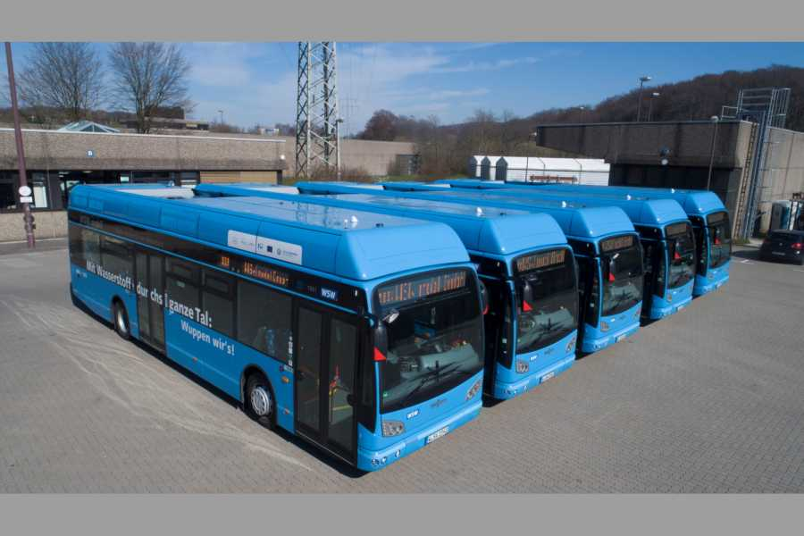 Van-Hool-Brennstoffzellenbusse vom Typ A330 Fuel Cell hier bei WSW mobil in Wuppertal. (Foto: WSW)